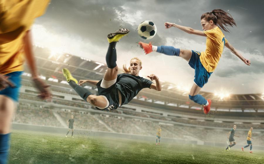 piger der spiller fodbold